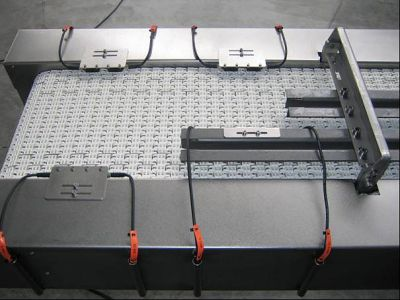 Exampe: Conveyer belt with product pick up and part monitoring